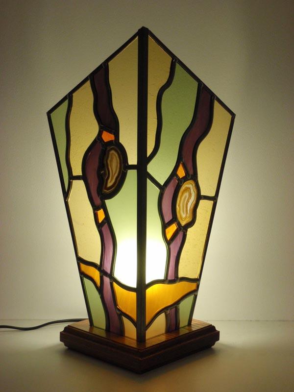 lampe à 2 cotés en vitrail avec une insertion d'agates et des couleurs pastelles