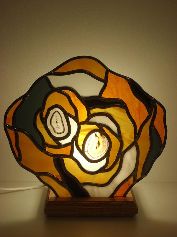 lampe en vitrail sur mesures pour une table de chevet