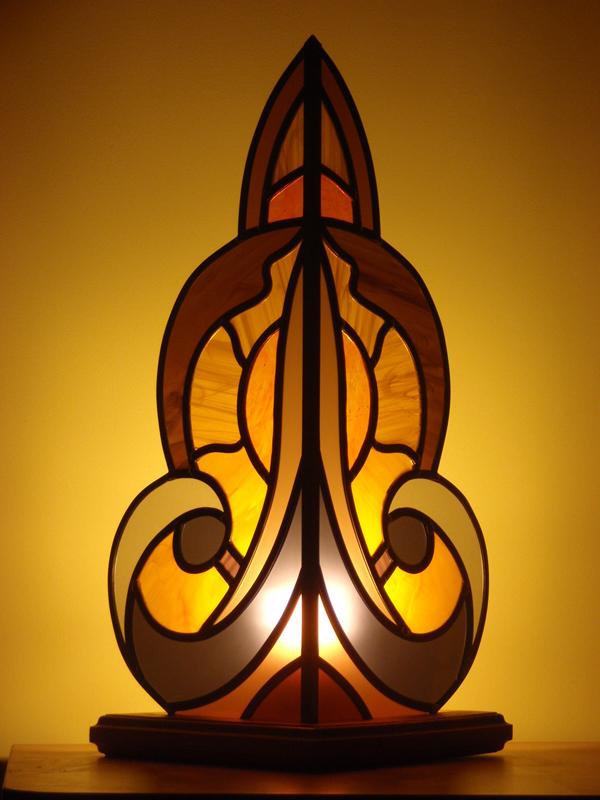 création d'une lampe style art déco avec un support en bois