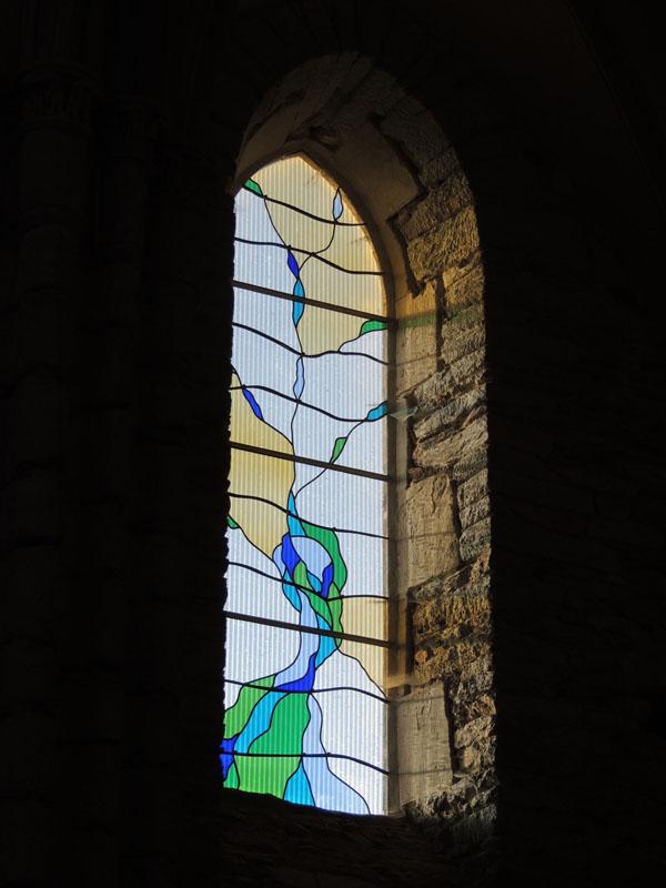 création des vitraux sur la face nord de la chapelle de Massals