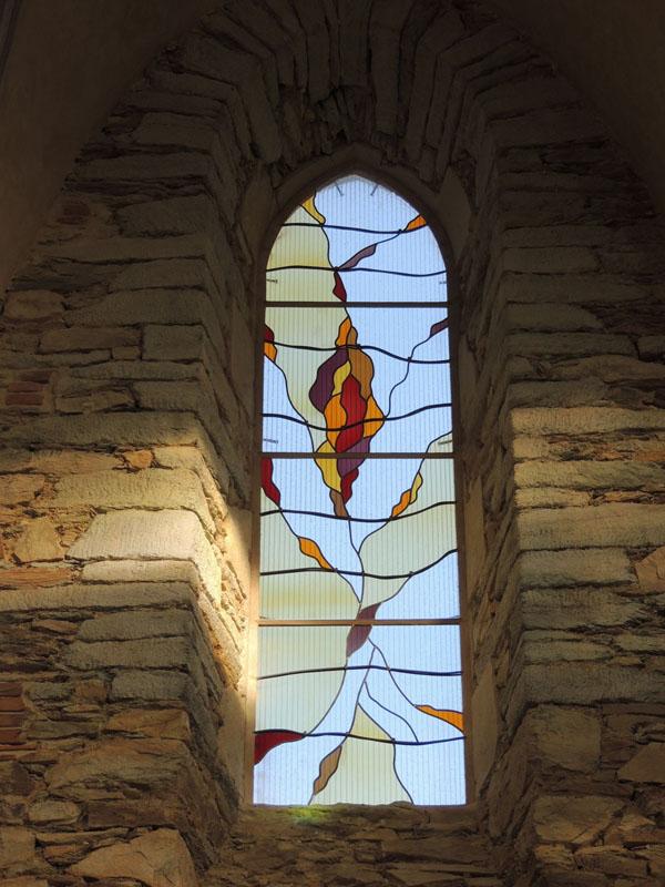 vitrail en création sur le coté sud de la chapelle de Massals