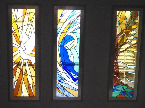 vue intérieure des vitraux au lycée de Montastruc la conseillère