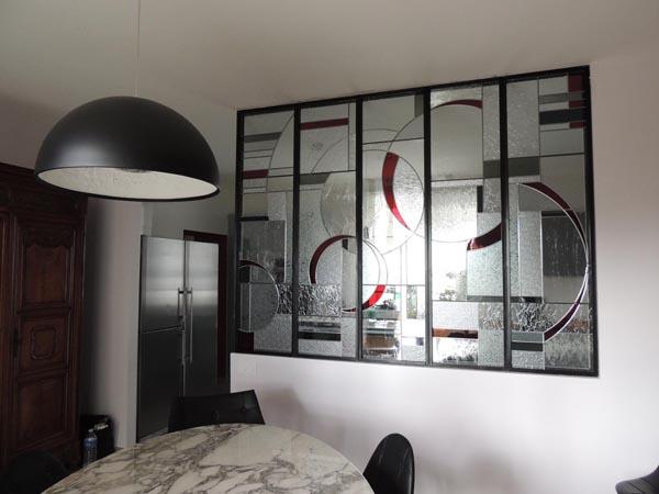 création de vitraux insérés dans une verrière métallique