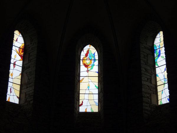 Projet graphique et création des vitraux dans la chapelle de Massals