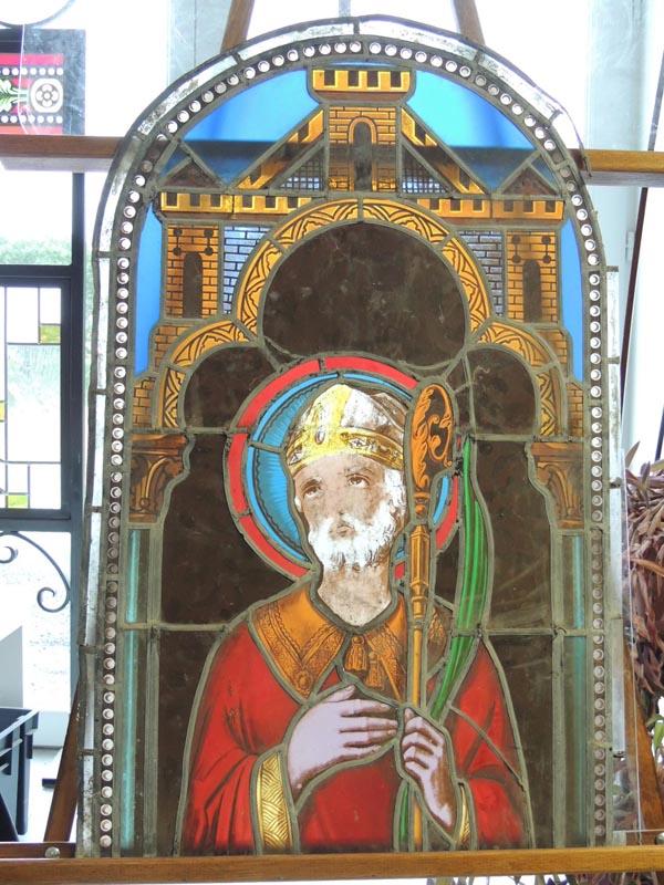 vitrail de St Alain avant restauration, église de Prades