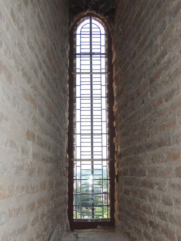 vitrail restauré et posé, vue intérieure