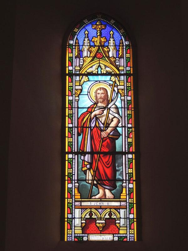 vitrail rénové avec la création d'un drapé à la peinture