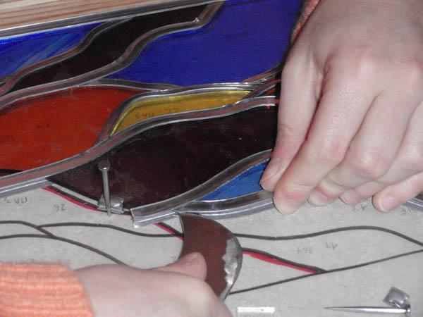 mise en plombs des verres suivant le graphisme de la maquette